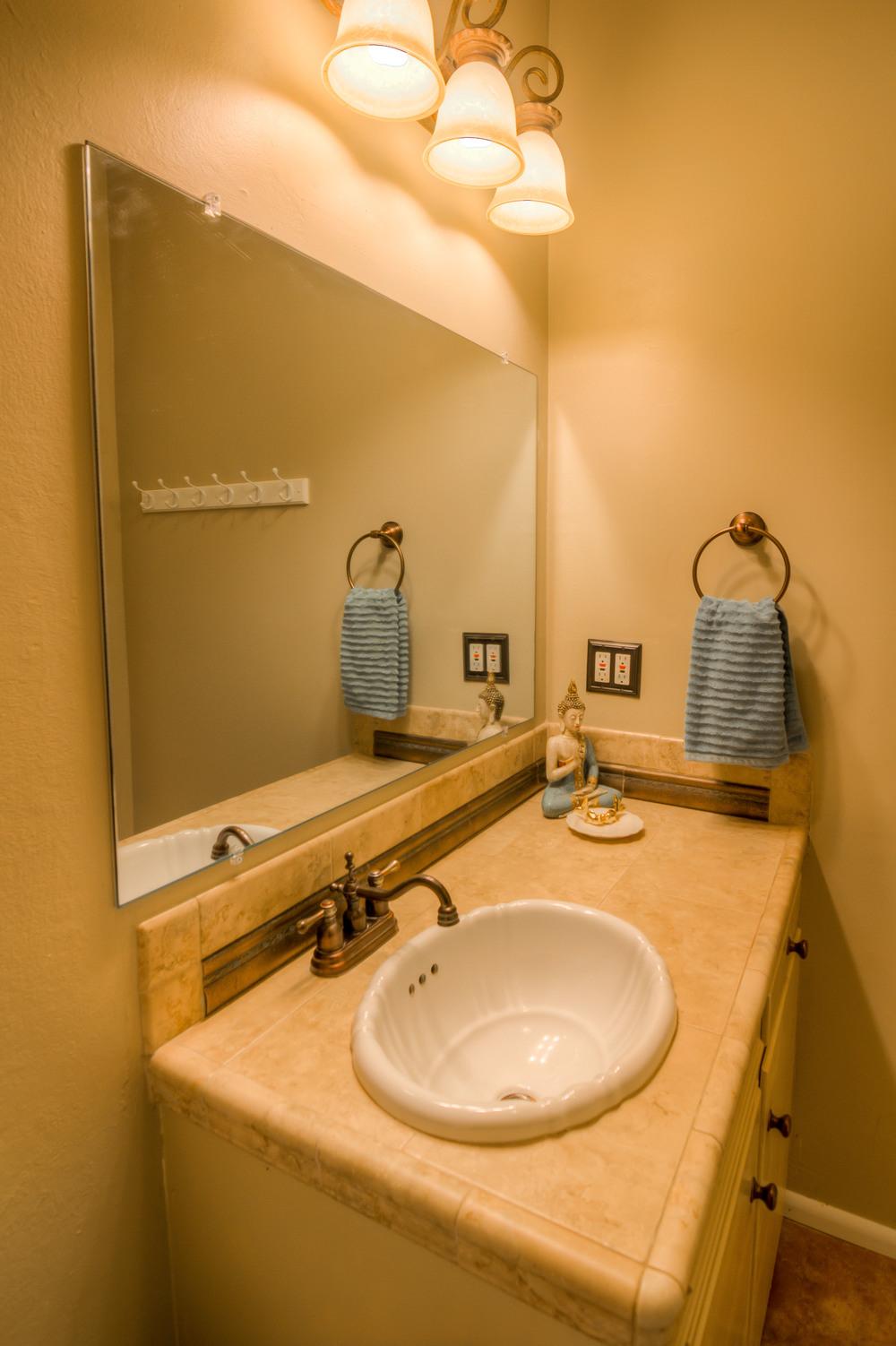 38 Bathroom photo b.jpg
