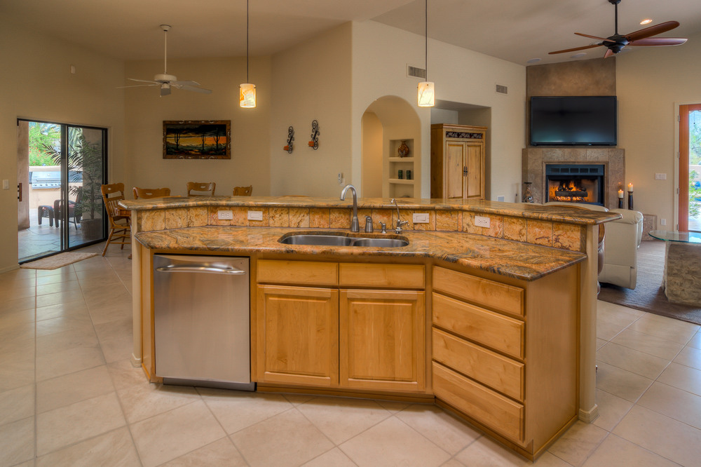17 Kitchen photo d.jpg