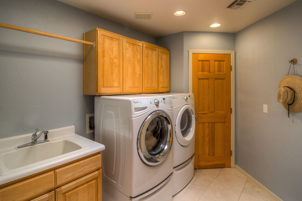 27 Laundry Room.jpg