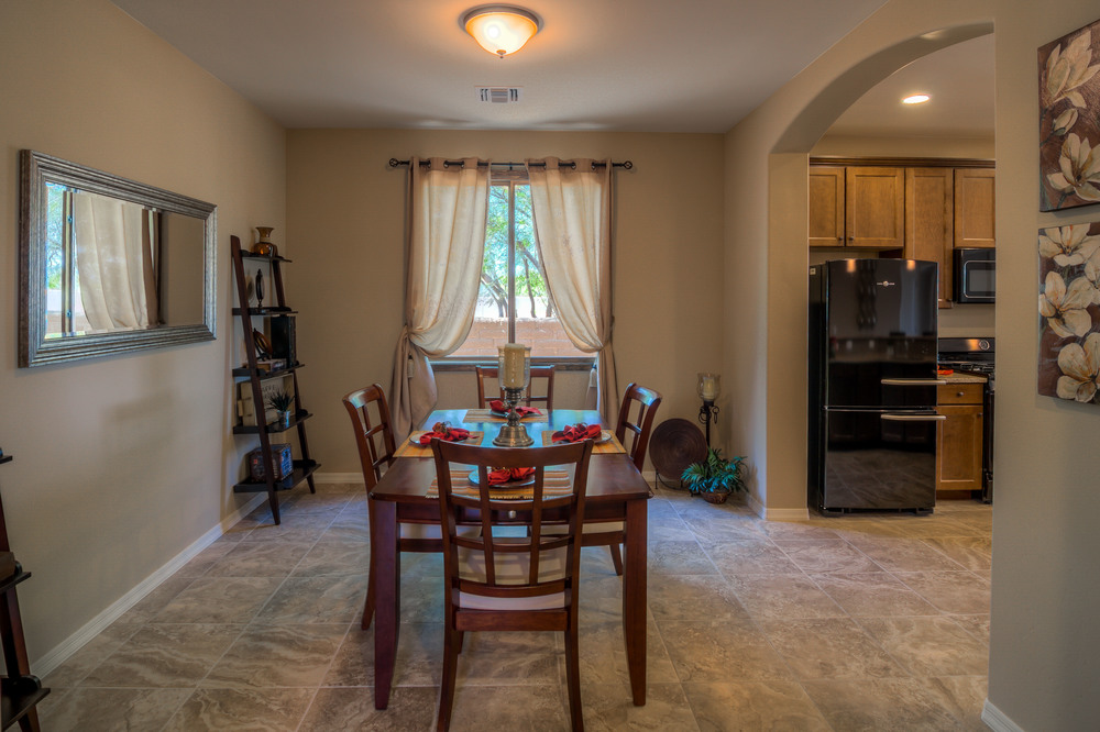 18 Dining Room photo a.jpg