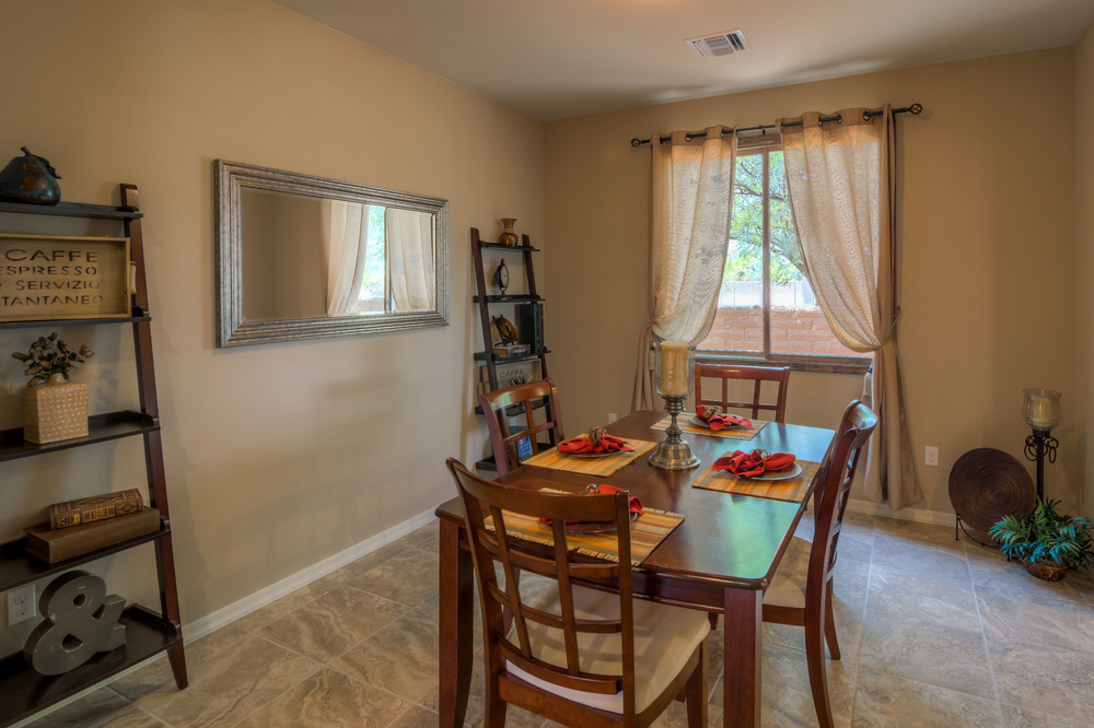 19 Dining Room photo b.jpg