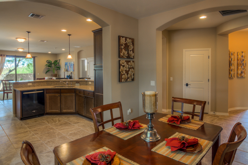 21 Dining Room photo d.jpg