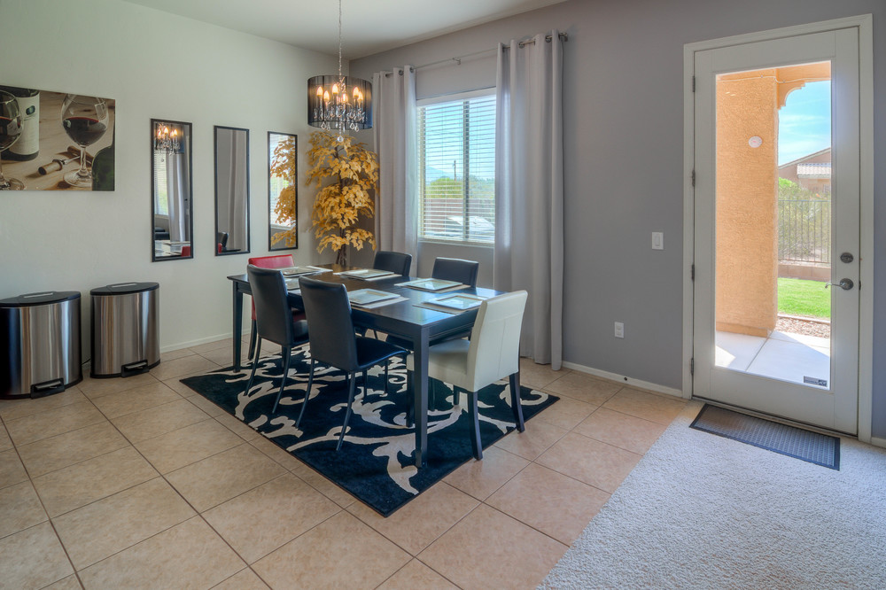 31 Dining Room photo a.jpg