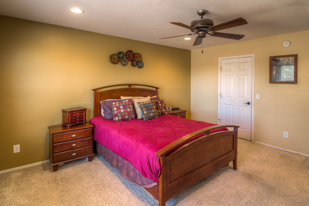 37 Master Bedroom photo d.jpg
