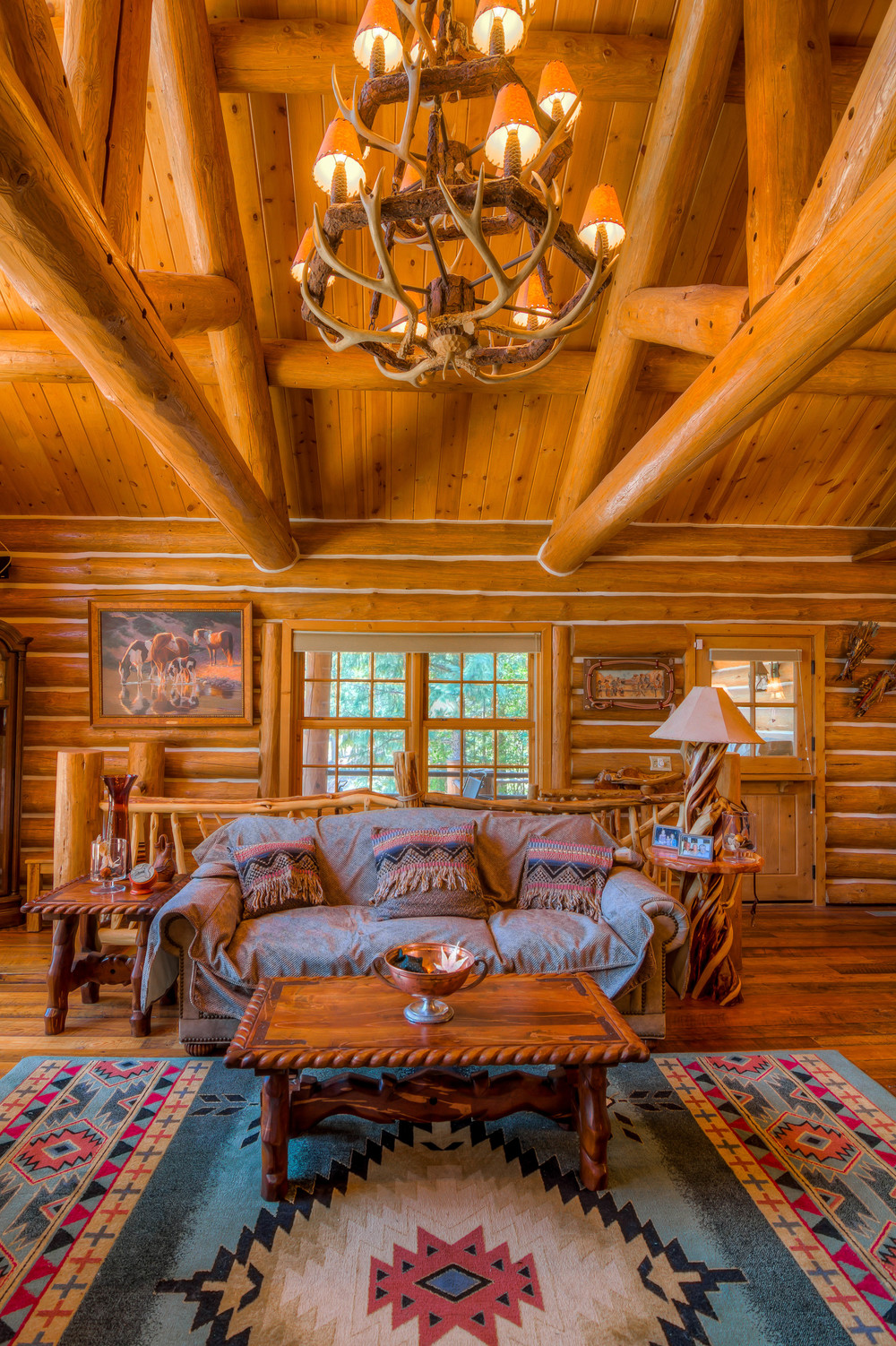 24 Living Room photo g.jpg