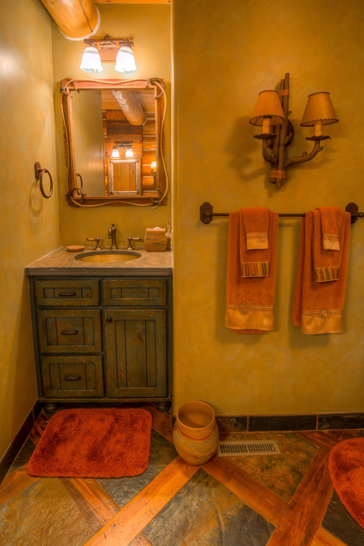 36 Bathroom 1 photo b.jpg