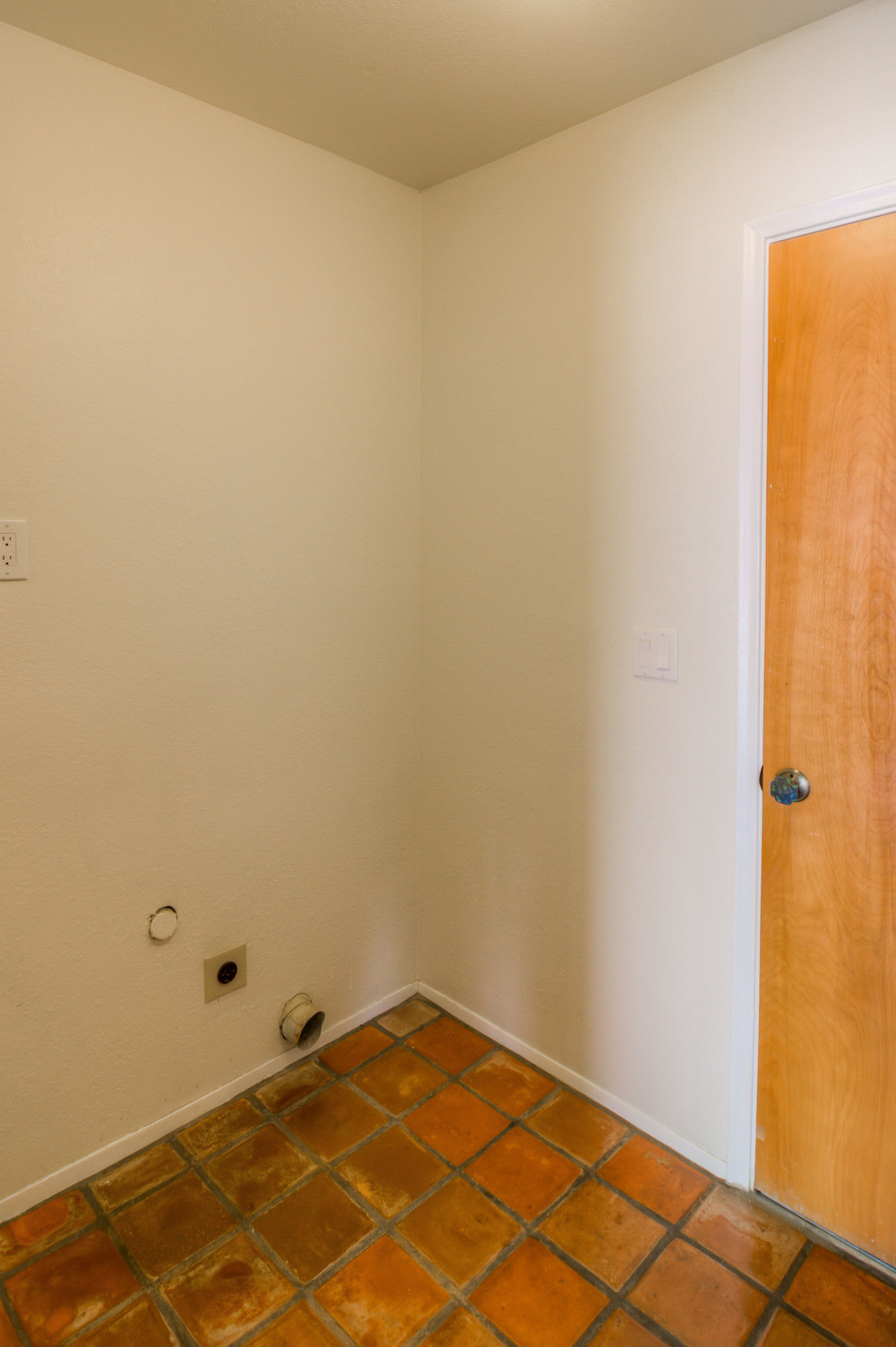15 Laudnry Room photo b.jpg