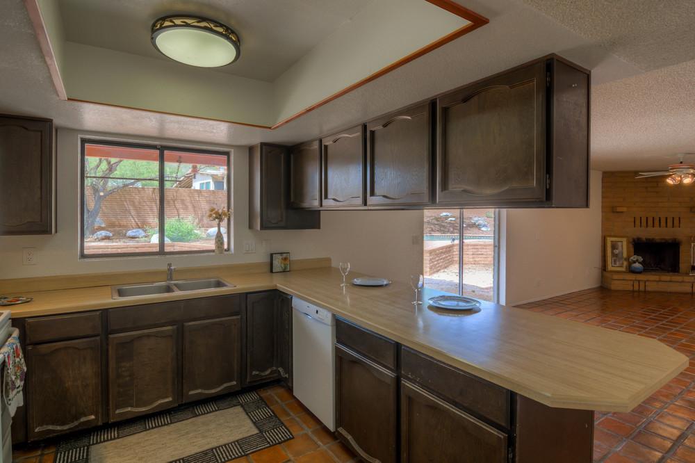 22 Kitchen photo a.jpg