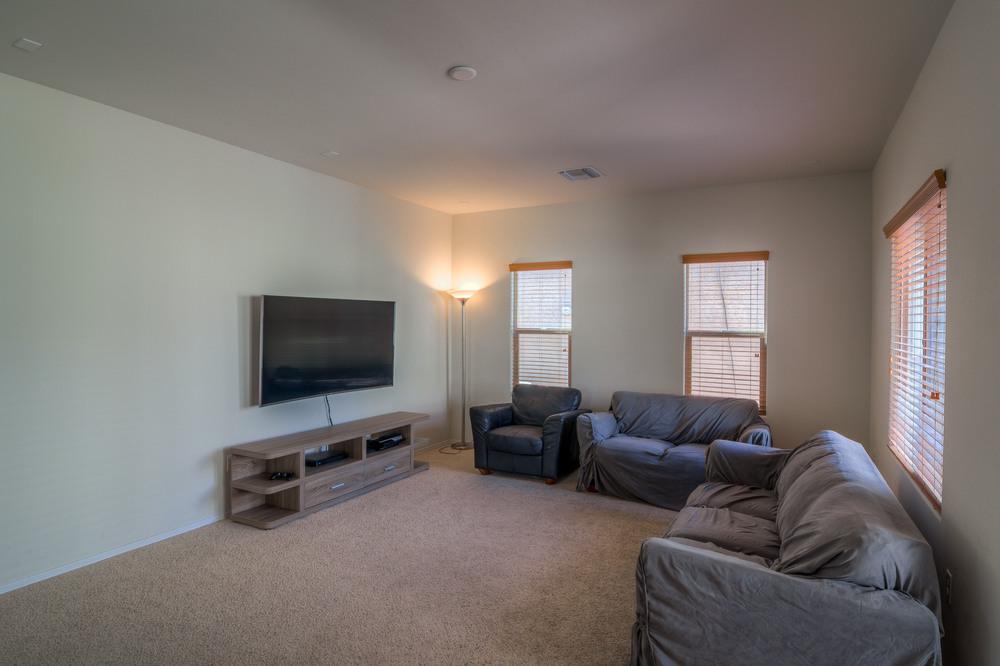 9 Lving Room photo b.jpg