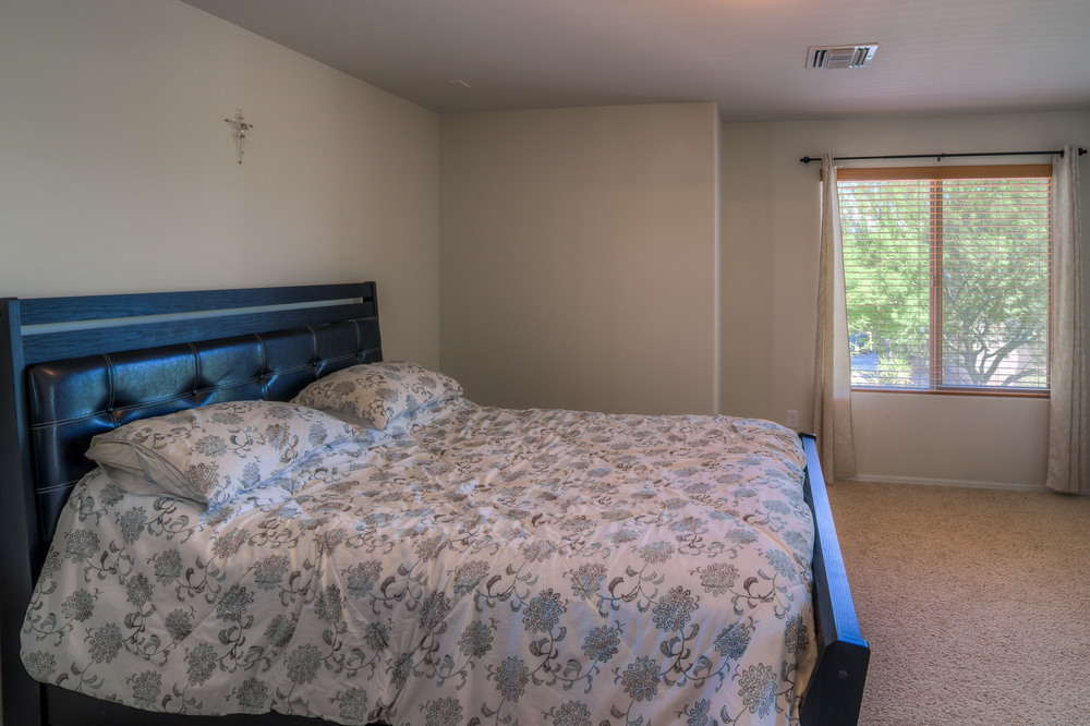 27 Master Bedroom photo d.jpg