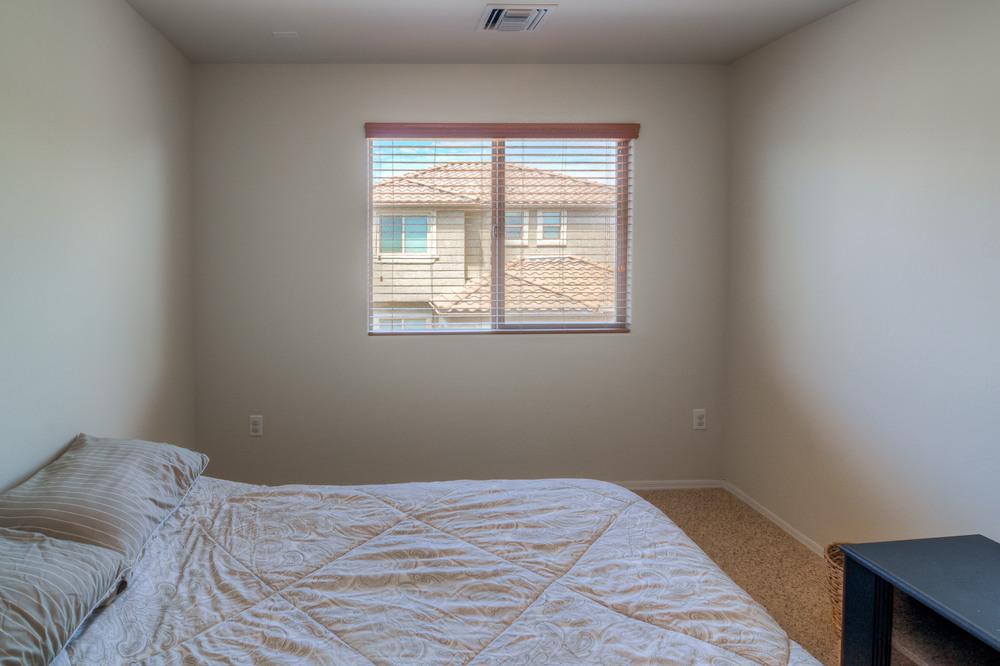 33 Bedroom 1 photo d.jpg