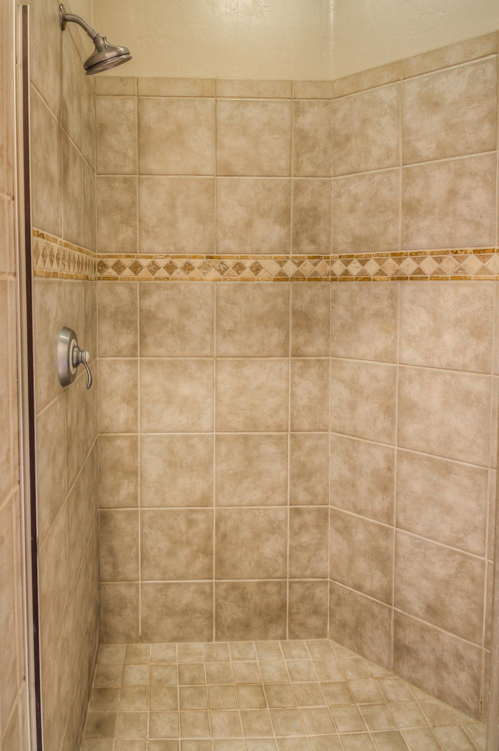 28 Master Bath photo d.jpg