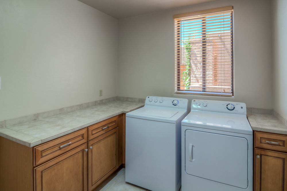 33 Laundry Room photo a.jpg