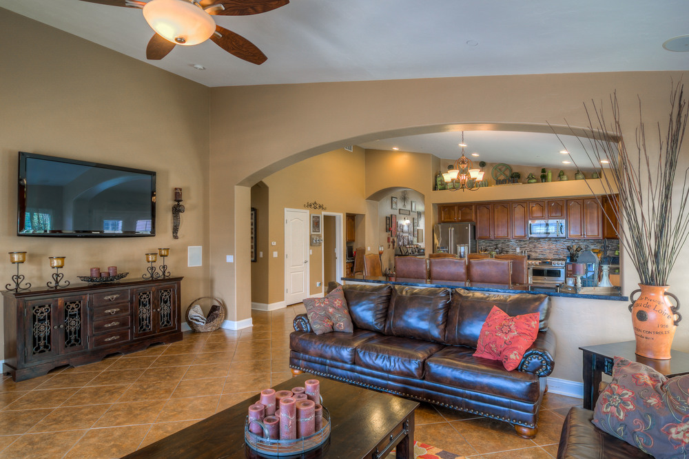 17 Family Room photo e.jpg