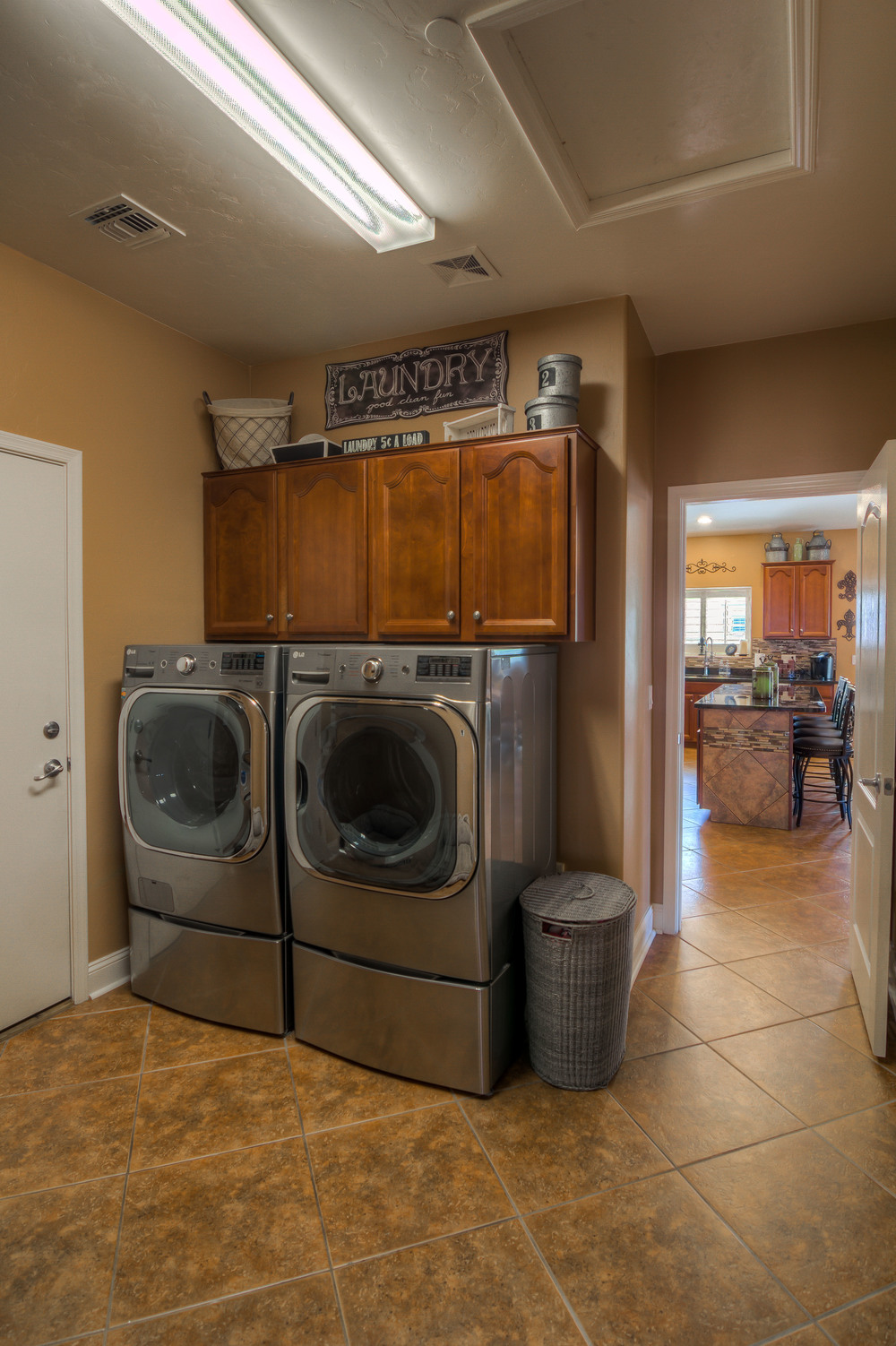 18 Laundry Room photo a.jpg
