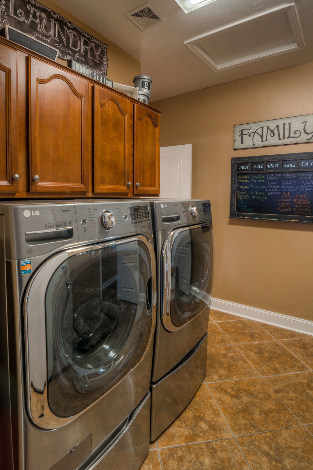 19 Laundry Room photo b.jpg