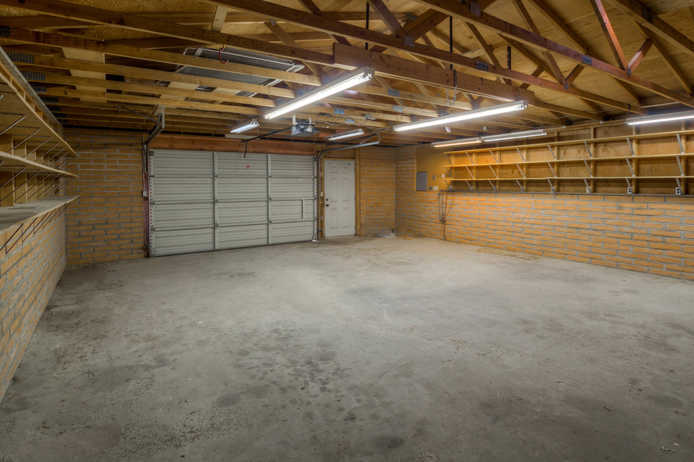 40 Lower Garage photo b.jpg