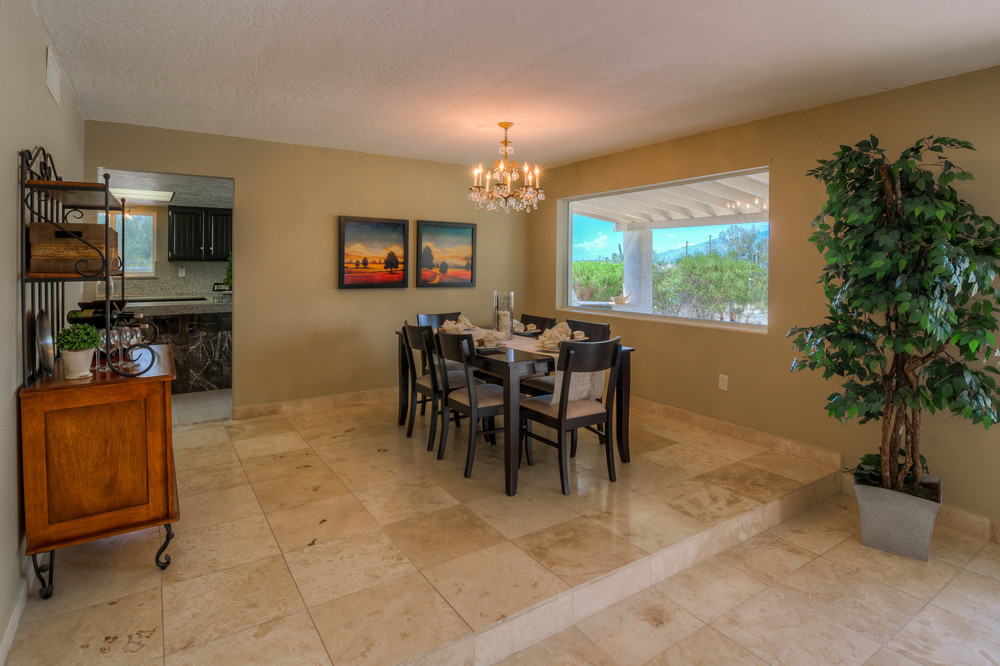 16 Dining Room photo a.jpg