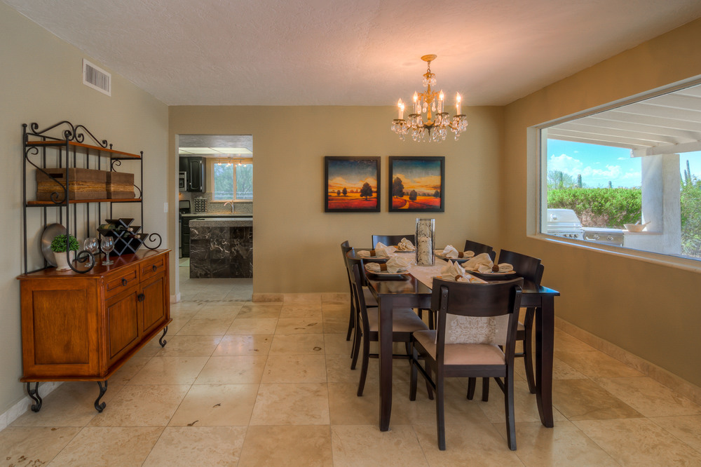 17 Dining Room photo b.jpg