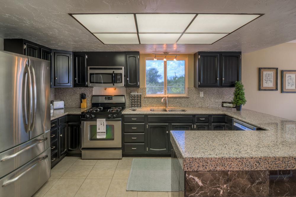 21 Kitchen photo b.jpg