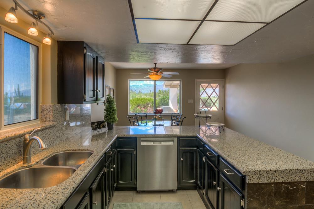 23 Kitchen photo d.jpg