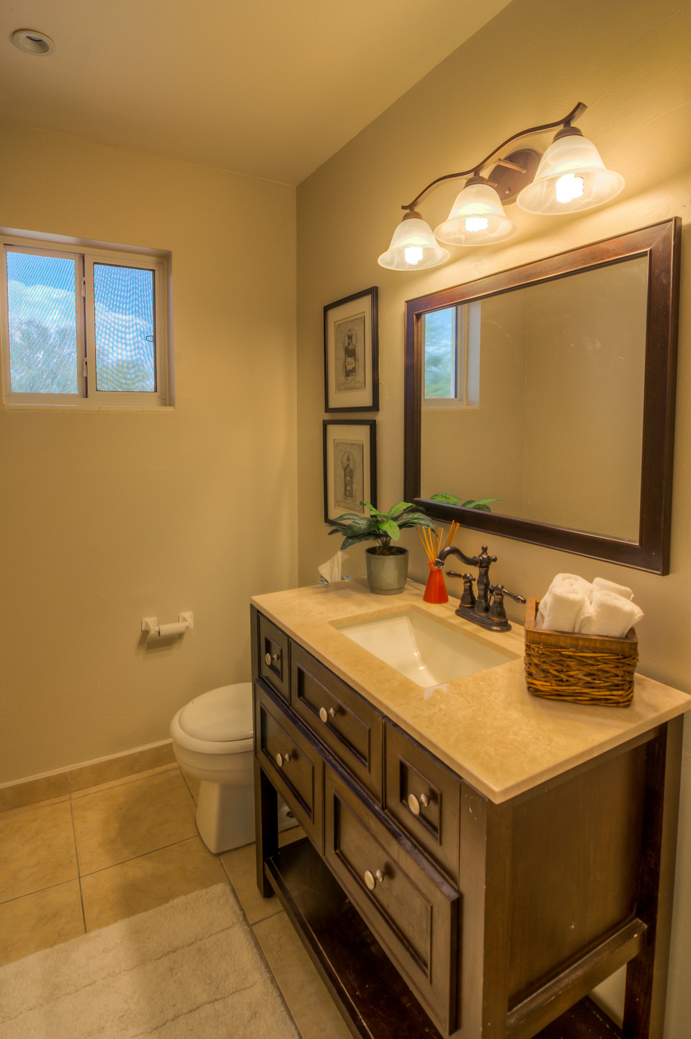 25 Bathroom 2.jpg