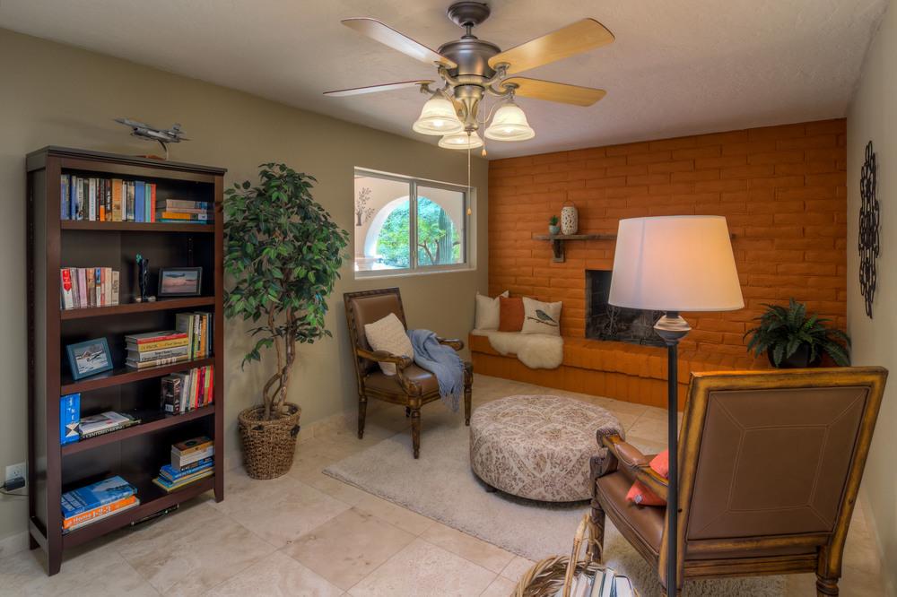26 Living Room photo a.jpg