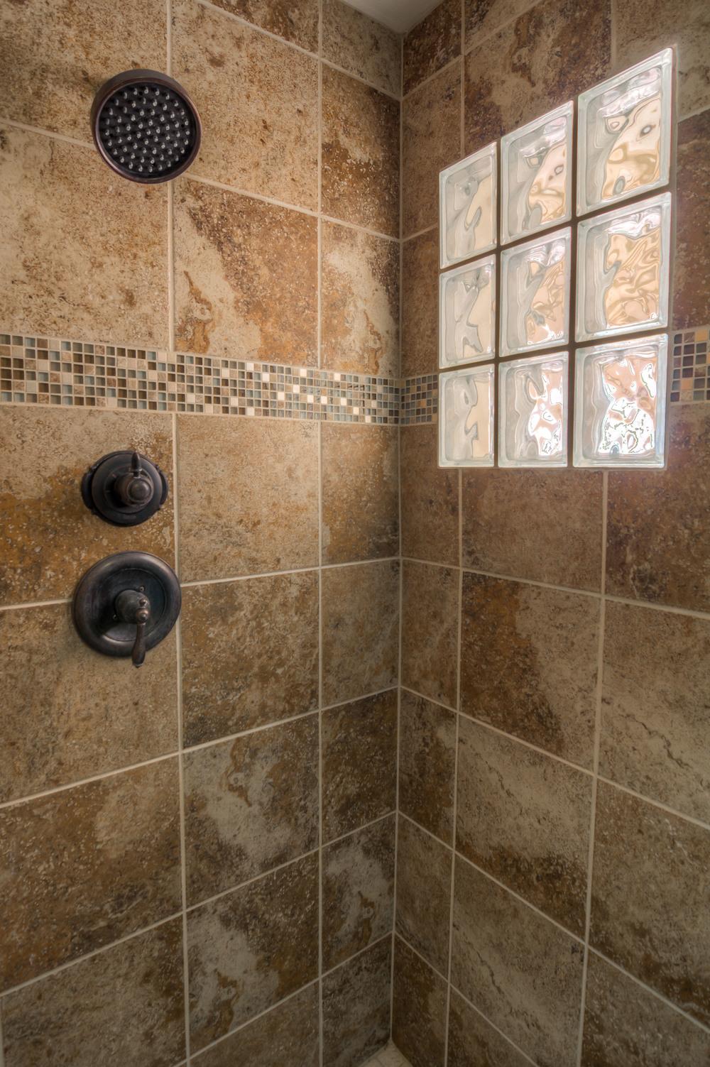 41 Master Shower.jpg