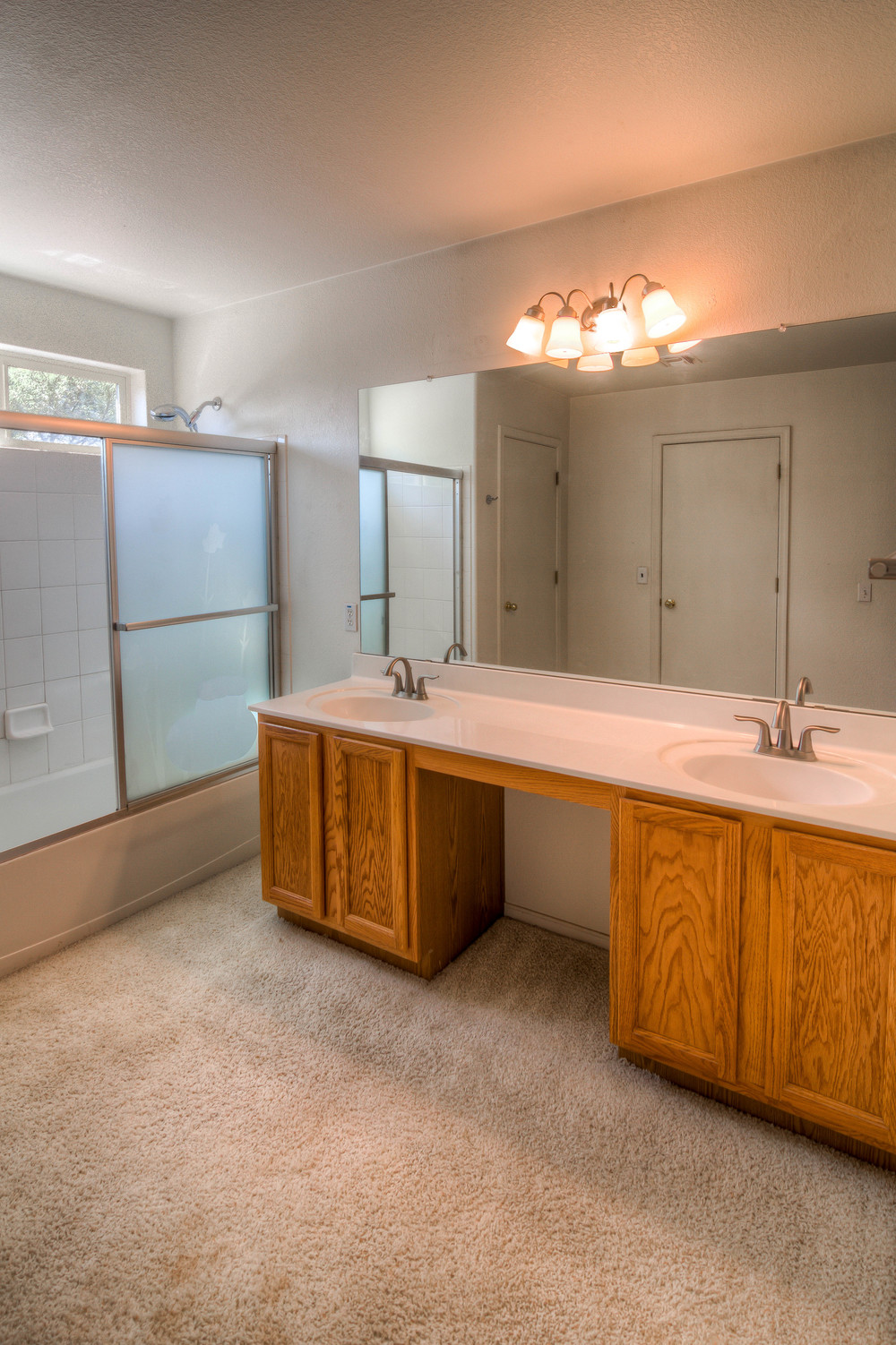 27 Master Bath photo a.jpg