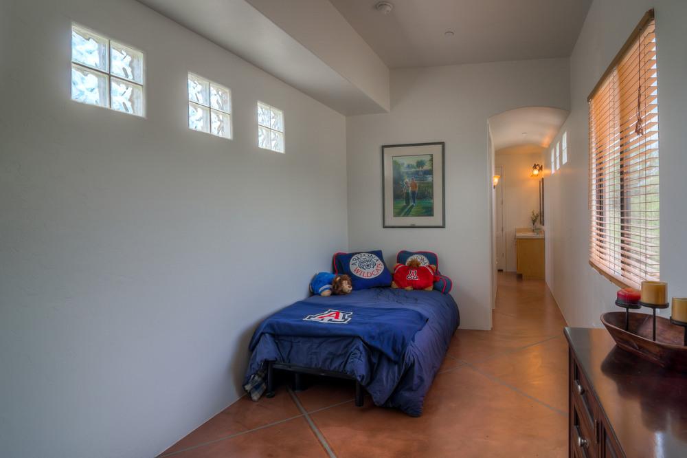 10 Bedroom photo a.jpg
