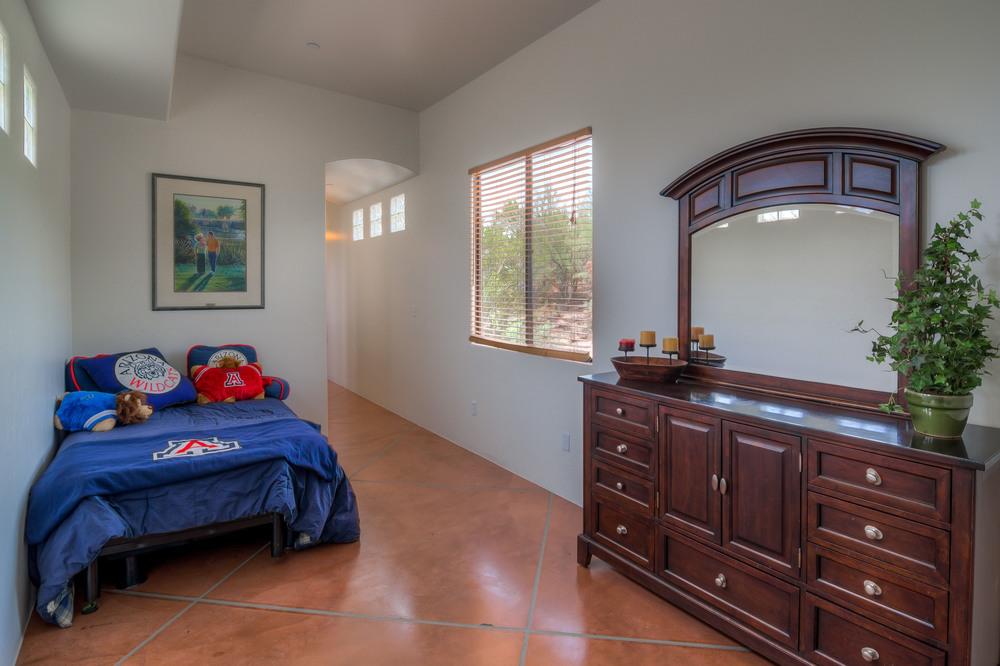 12 Bedroom photo c.jpg