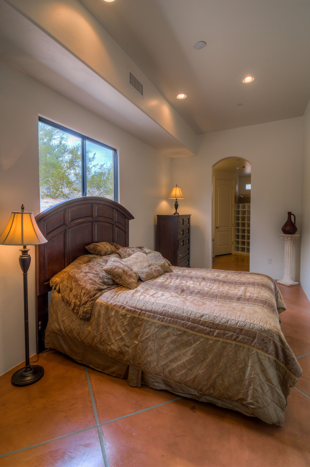 27 Master Bedroom photo a.jpg