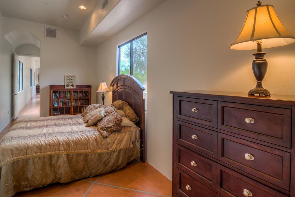 28 Master Bedroom photo b.jpg