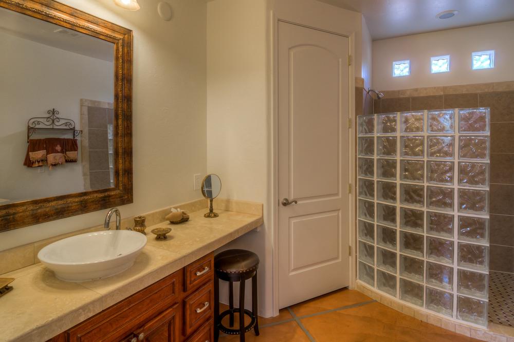 29 Master Bath photo a.jpg