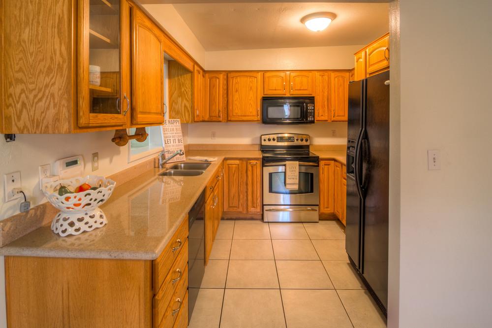 14 Kitchen photo b.jpg
