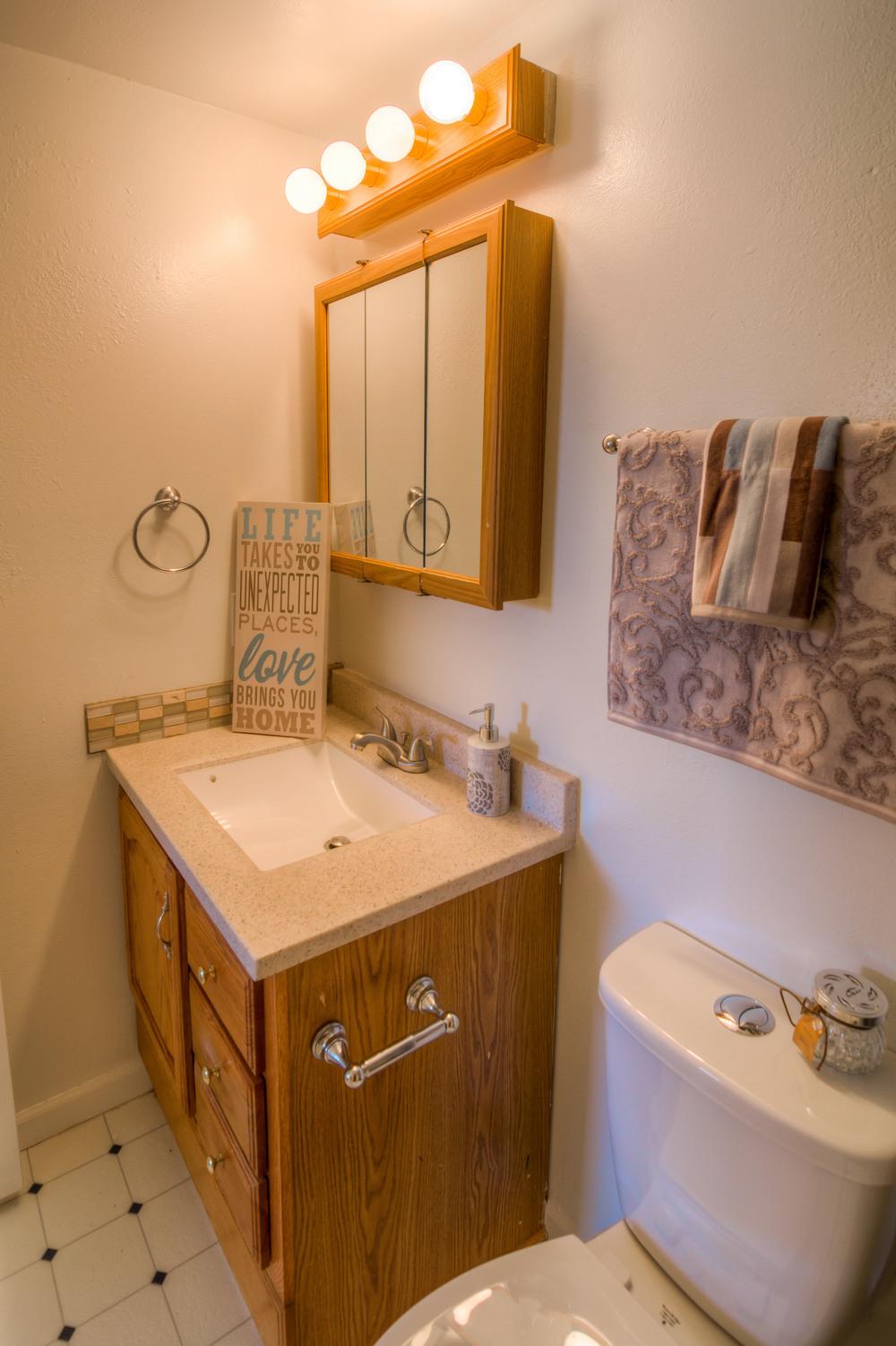 30 Bathroom photo b.jpg