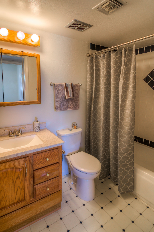 29 Bathroom photo a.jpg
