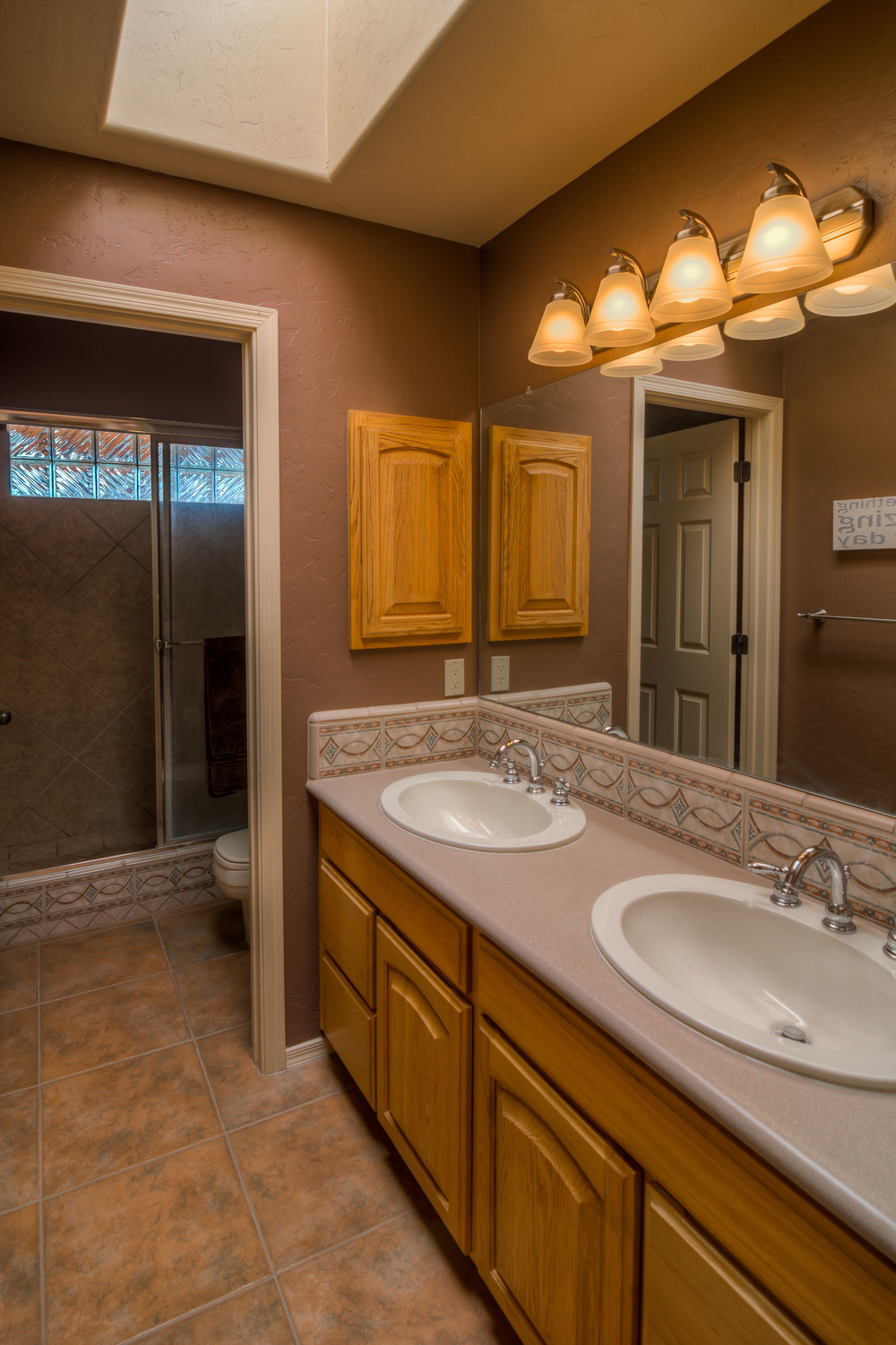 25 Bathroom 1 photo a.jpg