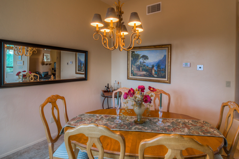 31 Dining Room photo c.jpg
