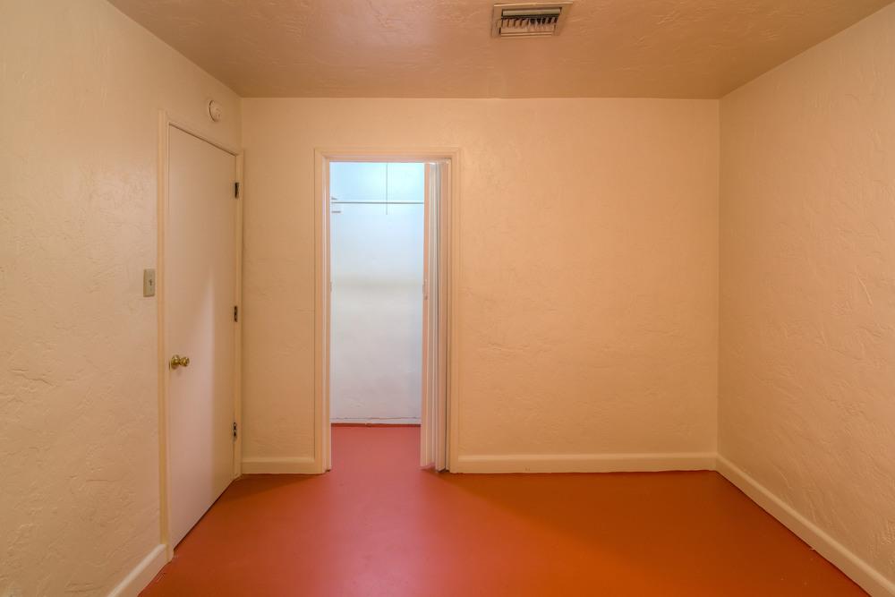 19 Bedroom 1 photo b.jpg