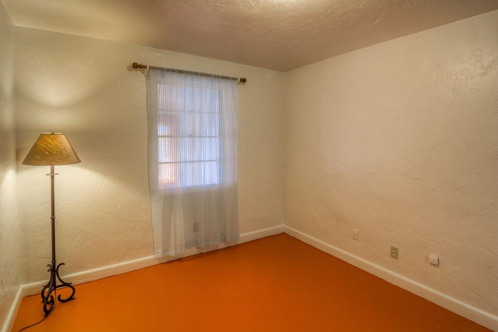 21 Bedroom 1 photo d.jpg