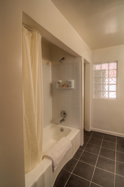 23 Bathroom 1 photo b.jpg