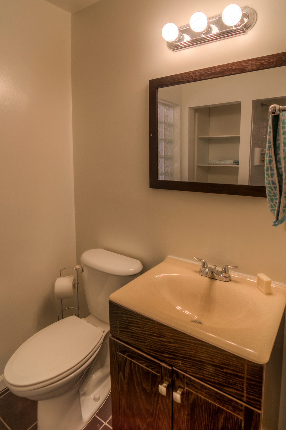 24 Bathroom 1 photo c.jpg
