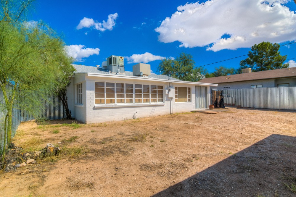 33 Backyard photo b.jpg