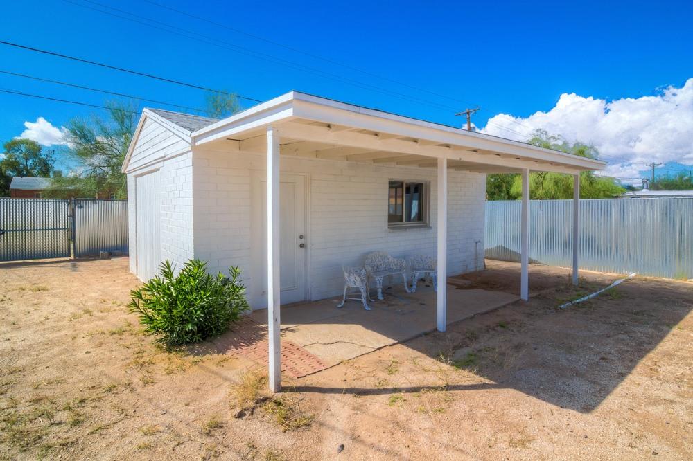 35 Backyard photo d.jpg