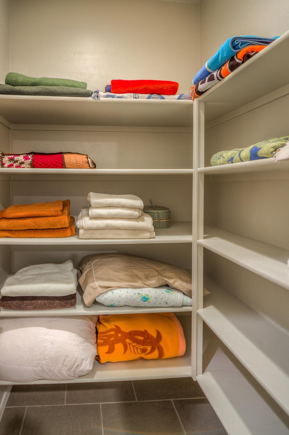 10 Linen Closet.jpg