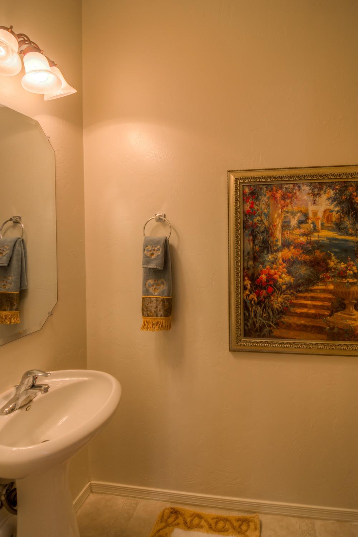 10 Downstairs Bathroom.jpg