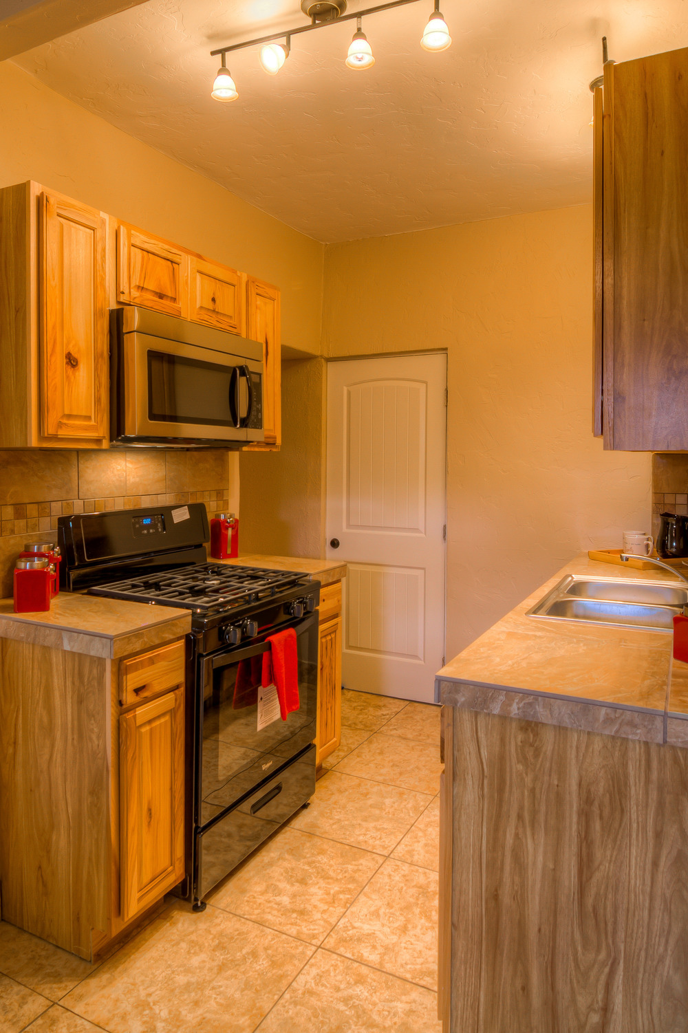 28 Guest Kitchen photo d.jpg