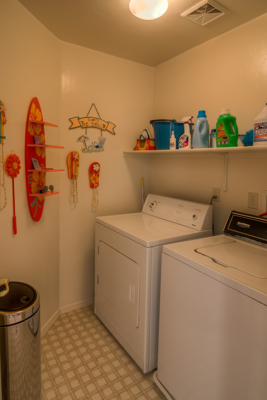 19 Laundry Room.jpg