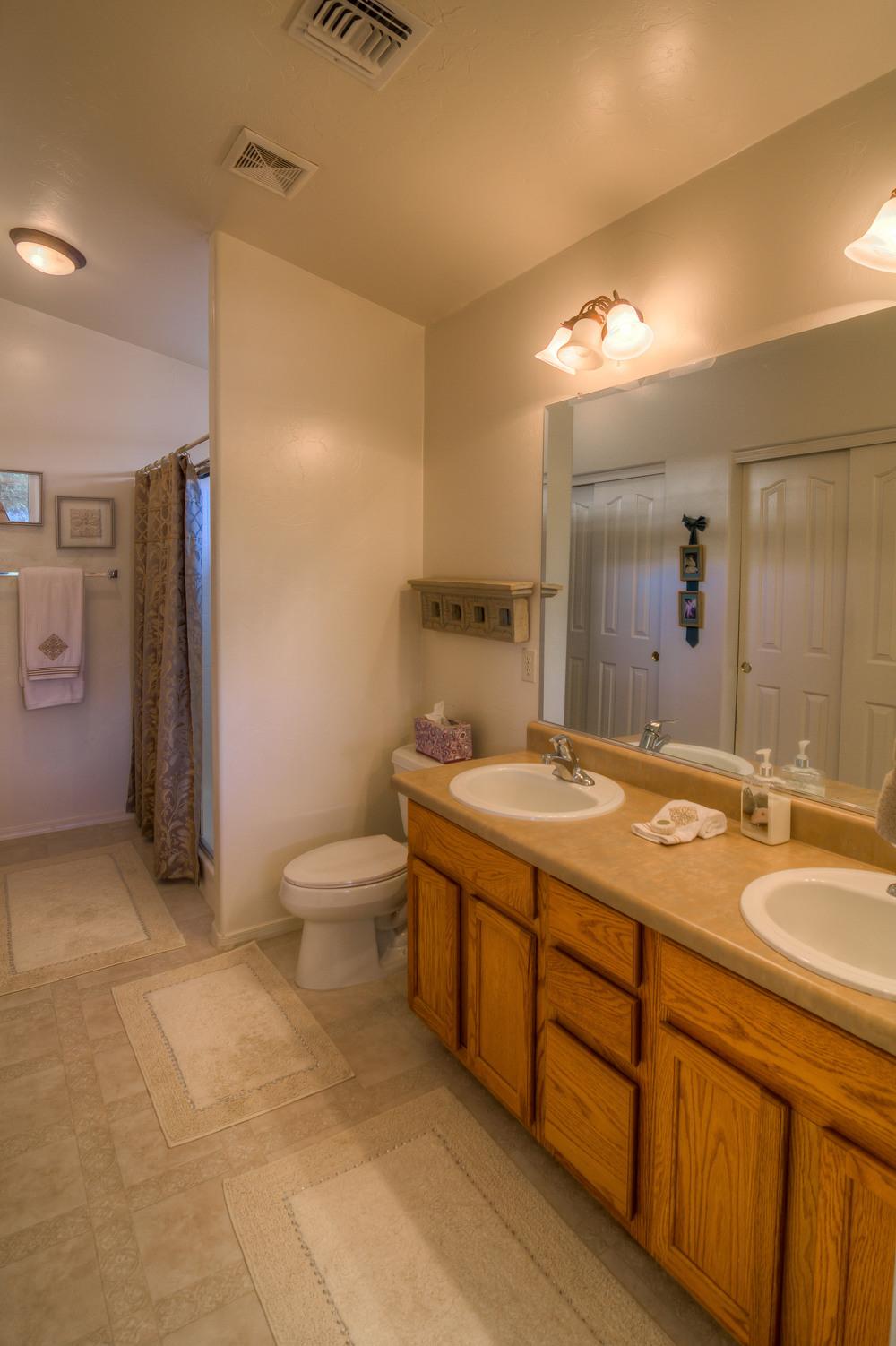 33 Master Bath photo a.jpg